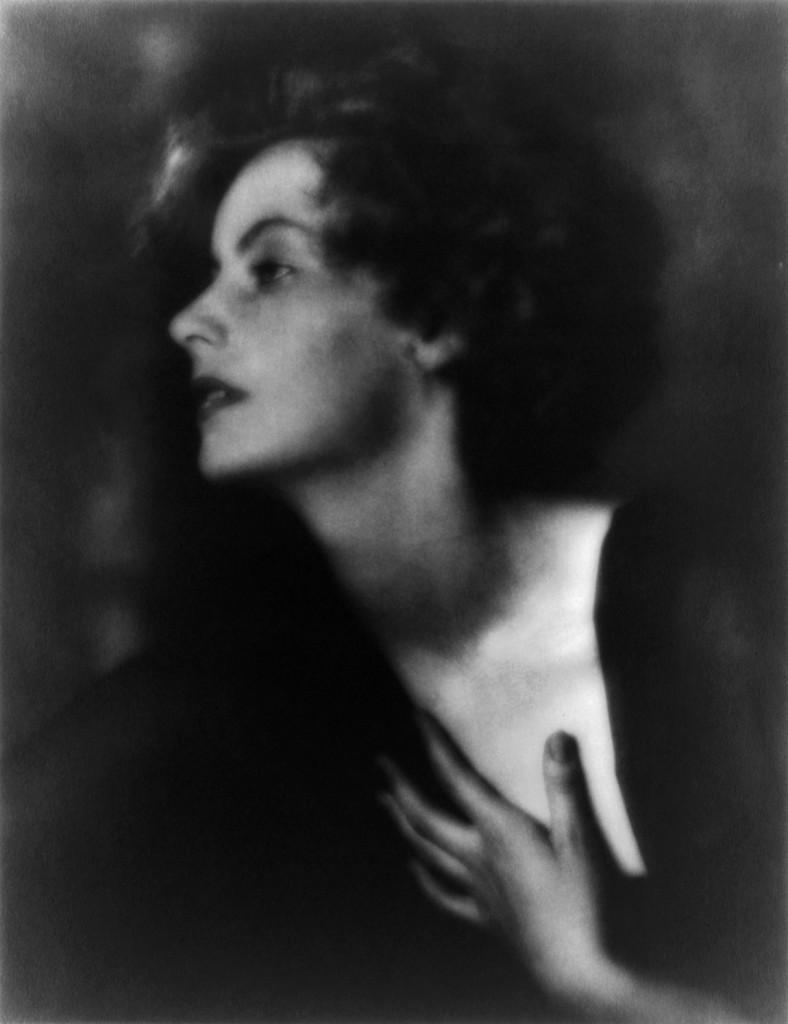 Greta_Garbo_by_Arnold_Genthe,_1925,_BW